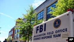 Un véhicule du FBI au Navy Yard à Washington, déployé après la fusillade du 18 septembre 2013 (AP Photo/U.S. Navy, Archives)