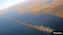 The island village of Kivalina, an Alaska Native community of 400 people the White House chose to highlight as a community at risk from rising sea levels, can be seen from Air Force One as U.S. President Barack Obama flies to Kotzebue, Alaska Sept. 2, 201