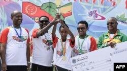 Lors de la cérémonie de remise du prix de la 1ère course pour la paix et la réconciliation entre l'Éthiopie et l'Érythrée à Addict Abeba, le 11 novembre 2018.