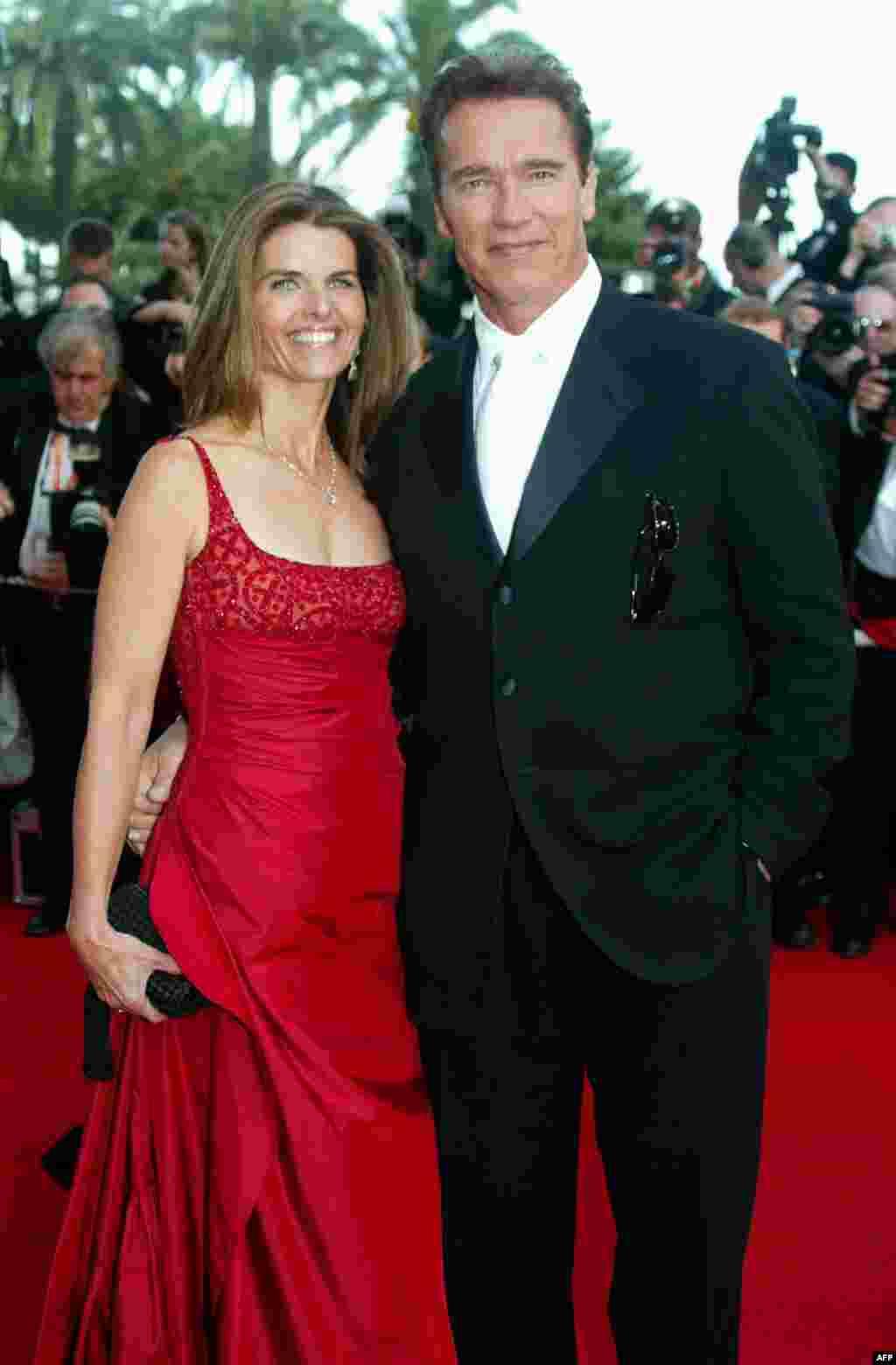 Арнольд Шварценеггер и Мария Шрайвер прибыть на показ фильма «Les Egares», 16 май 2003г.