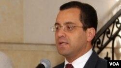 El secretario de prensa colombiano, César Mauricio Velásquez, anunció la gira de Uribe y Bermúdez.