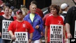 美國工人遊行要求增加工資