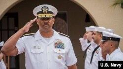 Chuẩn Đô đốc John Fuller, Tư lệnh nhóm tàu tác chiến sân bay của Hải quân Mỹ.