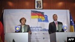 Nemačka kancelarka Angela Merkel i premijer Kosova Hašim Tači na konferenciji za novinare u Prištini