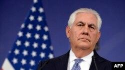 렉스 틸러슨 미국 국무장관이 6일 나토 외교장관회의 참석 차 방문한 벨기에 브루셀에서 기자회견을 하고 있다.