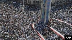 29 Temmuz günü Hama'da yapılan gösterilere katılanlar Esad'ın istifasını istedi