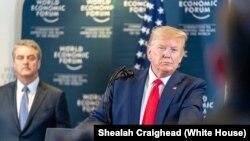 美国总统特朗普1月22日在出席达沃斯世界经济论坛时对媒体说,如果中国违约,他将终止美中贸易协议。