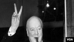 PM Inggris pada saat Perang Dunia II, Winston Churchill.