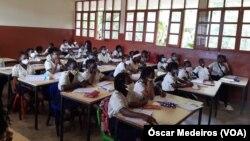 Des élèves de São Tomé et Príncipe lors d'un cours.