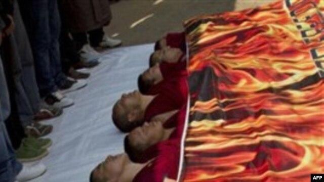 Sinh viên và những nhà hoạt động cho Tây Tạng biểu tình phản đối Trung Quốc