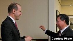 桃園市長鄭文燦2019年3月4日在華盛頓與美國國務院代理副助卿史墨客會面(美國在台協會臉書官網)