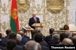 El presidente bielorruso, Alexander Lukashenko, asiste a la ceremonia de juramentación en Minsk, el miércoles 23 de septiembre de 2020.