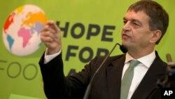 Le Français Jérôme Champagne, candidat à la présidence de la FIFa. (AP photo)