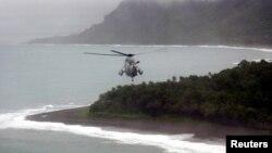 Tư liệu - Máy bay trực thăng bay qua quần đảo Solomon.