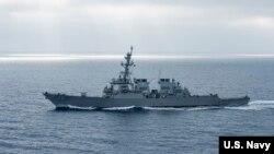 미 해군 미사일 구축함 히긴스호. 미 국방부는 히긴스호와 순양함 앤티텀호가 27일 남중국해에서 '항행의 자유' 작전을 펼쳤다고 밝혔다.