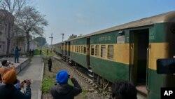 រថភ្លើង Samjhauta Express ដែលជារថភ្លើងផ្លូវការរបស់ប៉ាគីស្ថាន បានដំណើរការឡើងវិញ ហើយនេះជាសញ្ញានៃការធូរស្រាលនៃភាពតានតឹងរបស់ប្រទេសឥណ្ឌា និងប៉ាគីស្ថាន។