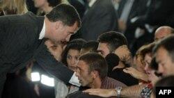 Thái tử Tây Ban Nha Felipe đến thăm các nạn nhân trận động đất