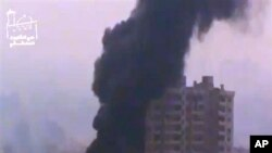 2月6日大马士革的一次爆炸后建筑物烟火冲天