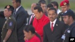图为委内瑞拉总统查韦斯7月16日到达位于达加拉加斯的机场时