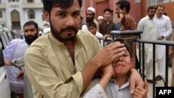 An injured Pakistani boy reacts as he arrives at a hospital following an earthquake in Peshawar on April 10, 2016.