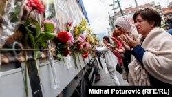 Kamion sa tabutima 35 žrtava genocida u Srebrenici zaustavio se u Sarajevu, 9. juli 2018.