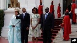奧巴馬總統抵達非洲塞內加爾訪問受到歡迎。