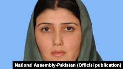 عایشه گلالی، عضو حزب تحریک انصاف گفته است که از عضویت آن حزب کنار می رود.