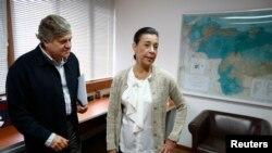 España considera que al otorgar ciudadanía a los padres del dirigente de Voluntad Popular, Leopoldo López y Antonieta MendozaPopular, ellos tendránasí más garantías democráticas.