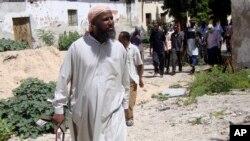 Le chef des combattants shebab, Muktar Robow, près de la capitale somalienne, le 29 juin 2010.