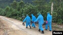 Đội cứu hộ làm việc ở tỉnh Thừa Thiên Huế, ngày 23/10/2020