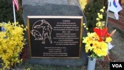 慰安婦紀念碑 帕里薩德公園小鎮圖書館旁(美國之音宋德成)