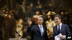 د امریکا ولسمشر بارک اوباما د هالند د صدراعظم مارک روت سره د امستردام د رایگس په موزیم کې