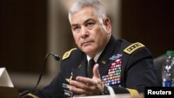 美国将军坎贝尔在美国国会参议院军事委员会的阿富汗局势听证会上作证。(2015年10月6号)