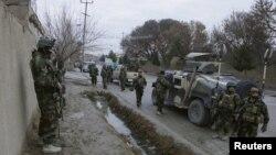 Афганські військовослужбовці під час операції неподалік індійського консульства в Мазарі-Шарифі
