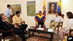 ທ່ານ Hugo Chavez ພົບປະກັບທ່ານ Juan Manuel Santos ພົບປະກັນ ໃນວັນອັງຄານວານນີ້, ທີ 10 ສິງຫາ 2010