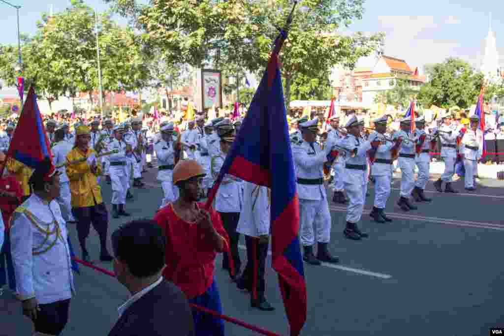 Cambodia orchestra parade leading the Royal parade. (Nov Povleakhena/VOA Khmer)