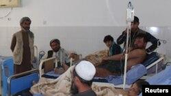 حملے میں زخمی ہونے والوں میں بچوں کی بڑی تعداد بھی شامل ہے جو قندوز کے مرکزی اسپتال میں زیرِ علاج ہیں۔