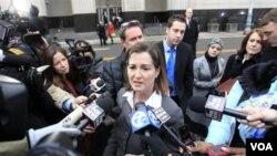 Barbara McQuade, Jaksa Amerika Serikat untuk Distrik Timur Michigan memberi penjelasan kepada media di luar pengadilan federal di Detroit (16/2). Umar Farouk Abdulmutallab, dijatuhi hukuman penjara seumur hidup oleh hakim pengadilan negeri Edmonds Nancy.