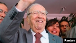 Beji Caid Essebsi (C), Nidaa Tounes party leader, gestures outside Nidaa Tounes headquarters in Tunis, October 28, 2014.