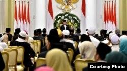 Presiden Joko Widodo memberikan sambutan pada peringatan Maulid Nabi Muhammad SAW di Istana Bogor, Kamis 30/11. (Foto: Biro Pers Istana).