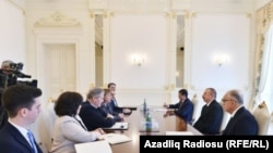 Azərbaycan prezidenti İlham Əliyev ABŞ-dan nümayəndə heyəti ilə görüşdə, arxiv fotosu
