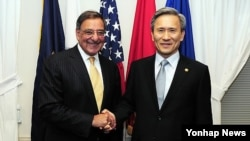 US Secretary of Defense Leon Panetta and South Korea Defense Minister Kim Kwan-Jin