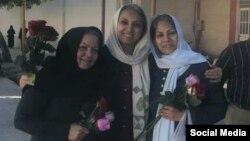 تصویری از لحظه آزادی احترام شیخی، مینو ریاضتی، و فریده جابری در اسفند ماه سال ۹۶