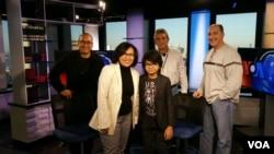 Joey Alexander bersama tim VOA di New York.
