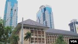 Gedung Bank Indonesia di Jakarta (foto: dok). Pengamat menilai BI dan pemerintah masih kurang koordinasi dalam merumuskan kebijakan ekonomi.