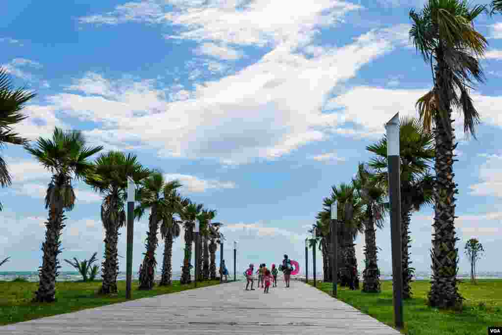 On a summer Sunday afternoon, there are more palm trees than people on Anaklia's new beachfront promenade. (V. Undritz for VOA)