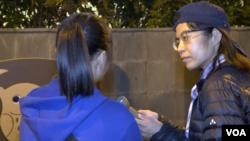 """在香港反送中抗争中出现不少年轻面孔,化名""""草莓""""的14岁抗争少女(左)是其中一员。(美国之音王四维拍摄)"""