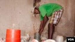 Omunye wabalimi abafuyayo eZimbabwe