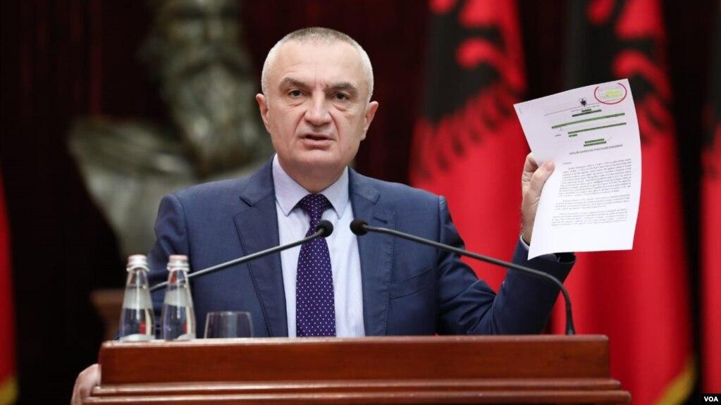 Presidenti Meta padit qeverinë në Gjykatë Kushtetuese për vendimin ndaj Teatrit