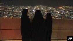 İranın islamçı hökuməti işsizliyi qadınları təhsildən uzaqlaşdırmaqla azaltmağa çalışır.